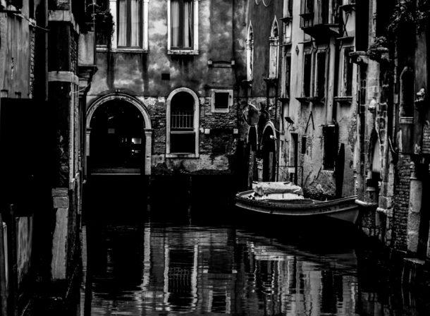 Cindy Hess, Leipzig, Fotografin, photography, b/w, schwarz-weiß, Stadt, city, urban, Venedig, Venice, Italien, Italy, refelction, Spiegelung, head first, Dorsoduro, Fondamente