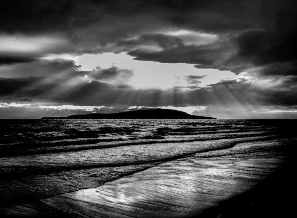 Cindy Hess, Leipzig, Fotografin, photography, Landschaft, landscape, travel, Reise, b/w, schwarz-weiß, boat, düster, Isle of Mull, Salen, Regen, rain, misty